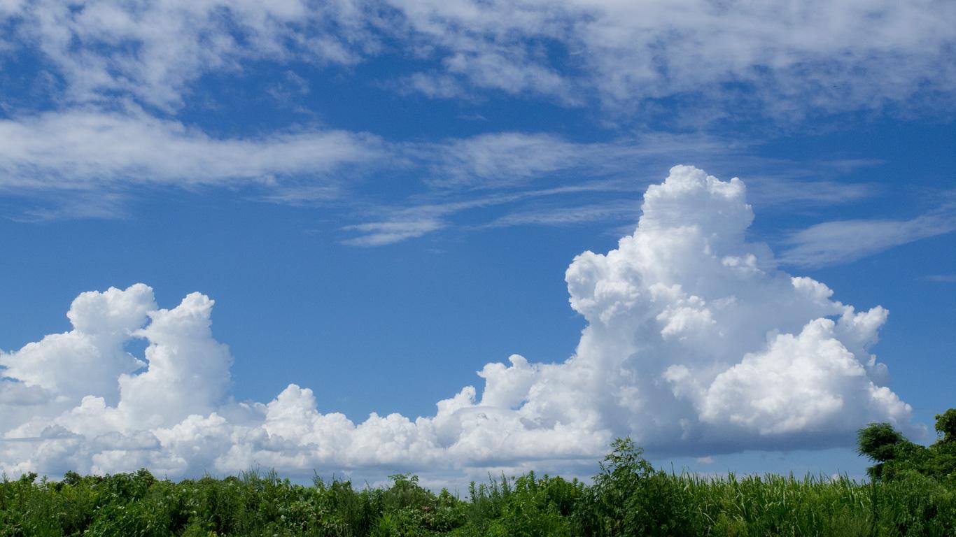夏の風物詩 青空に入道雲 積乱雲 のデスクトップ壁紙 ワイド画面 1366 768